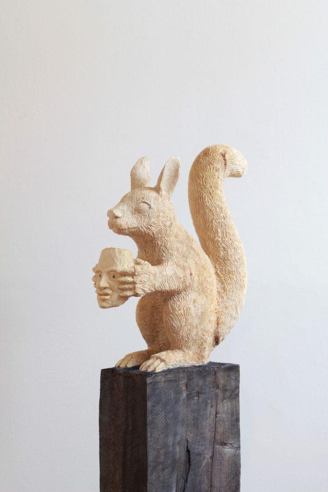 Jan Thomas, Squirrel Demon, 2019, Pappelholz, Beize, 146 cm