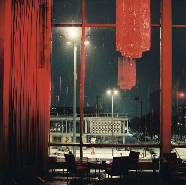 Anna Lehmann-Brauns, Kino International, Berlin, 2004, C-Print auf Aluminium, 40 x 40 cm